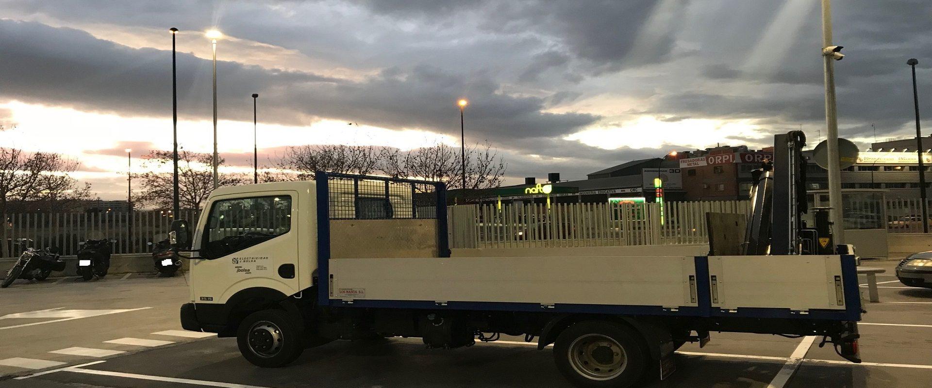 Instalaciones con Camión Grua - Electricidad J.Bolsa